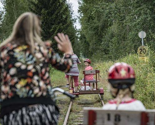 Cykla dressin i Småland nära campingen