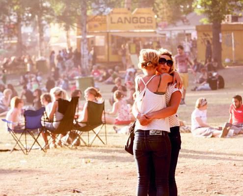 Två personer på Hultsfredsfestivalen